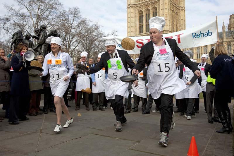 Una pancake race londinese.