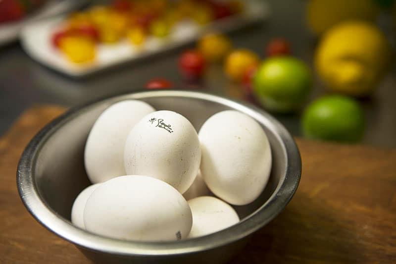 Le uova dal guscio bianco di gallina livornese firmate Paolo Parisi