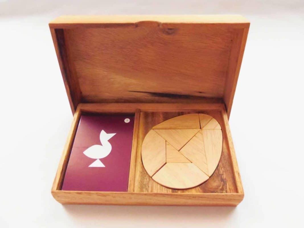 Esempio di moderna confezione del gioco dedicato all'Uovo di Colombo