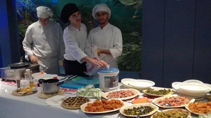 Gli allievi dell'IPSAR Mattei alla gestione della degustazione
