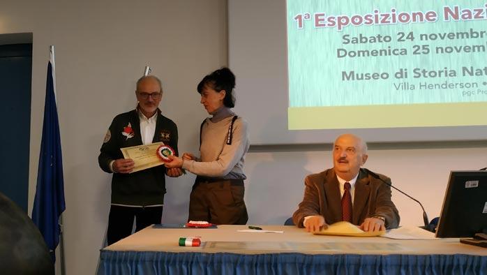 La premiazione dell'allevatore Ugo Cavagnini (gallina campionessa di colorazione)
