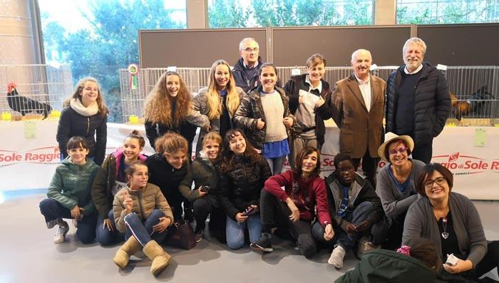 Gli allievi della Scuola Bartolena interpreti della tarantella Le galline livornesi