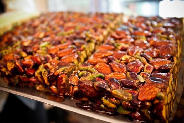 Origine del Torrone: la tradizionale cubbaita con mandorle e pistacchi