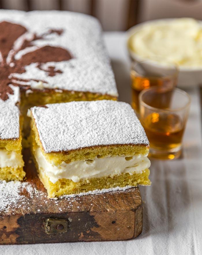 La tradizionale Schiacciata Fiorentina (tipica per Carnevale) con crema Chantilly all'italiana