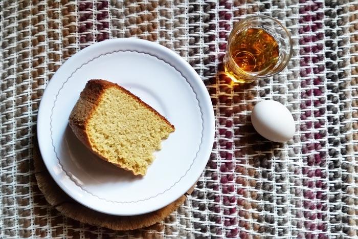 Torta Bocca di Dama accompagnata con del vin Santo, ricetta con uova di Paolo Ciolli