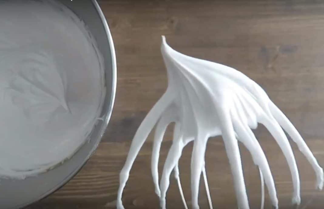 Il classico becco d'oca della meringa ben montata