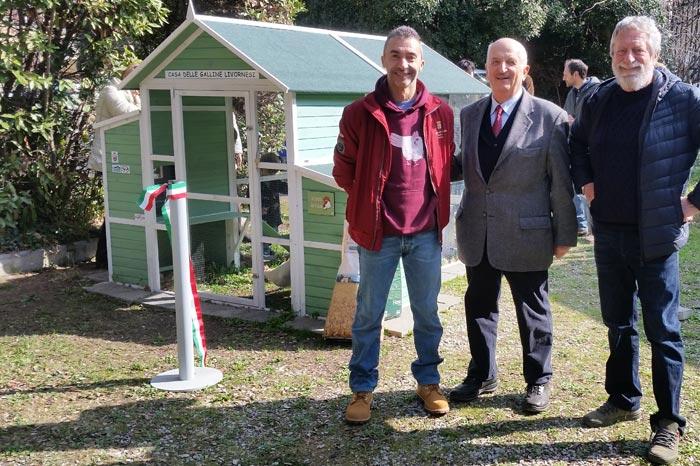 I membri del Club Italiano Razza Livorno (il socio Francesco Falleni, il segretario Giuseppe Chionetti e Mario Lupi, il promotore della biodiversità razza Livorno).