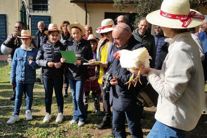 Il nome Corinna (per la gallina razza Livorno colorazione bianca, in mano alla Dott.ssa Margherita Marzoni Fecia di Cossato).