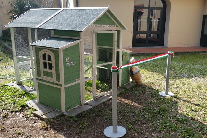 La casa delle galline livornesi pronta per l'inaugurazione