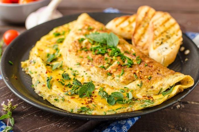 Una delle più tradizionali omelette con menta e erba cipollina