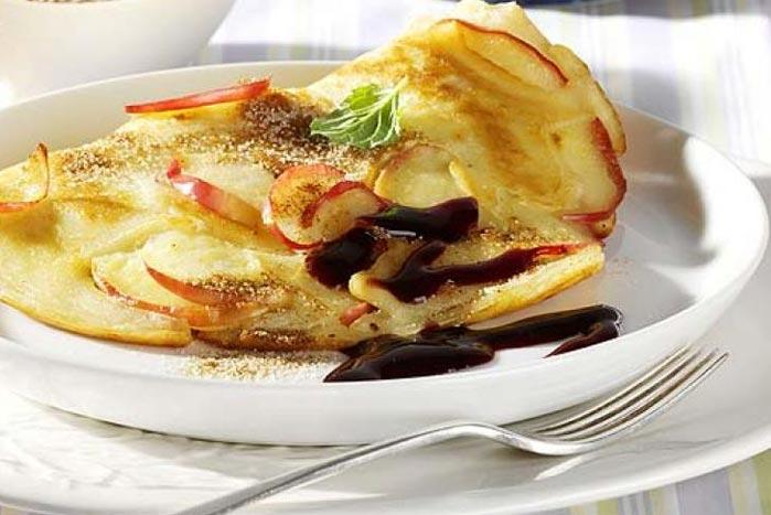 Omelette con mele e marmellata di susine
