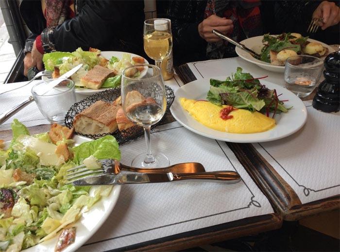 Omelette a pranzo a Le Saint Regis di Parigi