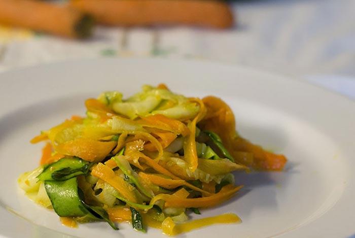 Verdure a julienne stufate per la farcitura dell'omelette salata