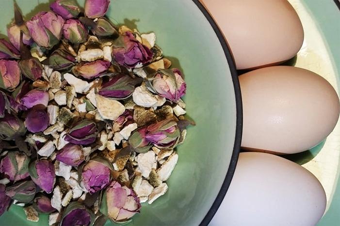 Roselline e uova per il casatiello napoletano dolce