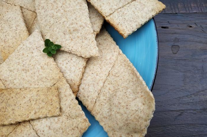 Pane azzimo realizzato con l'impasto in eccesso - Torta Pasqualina ricetta