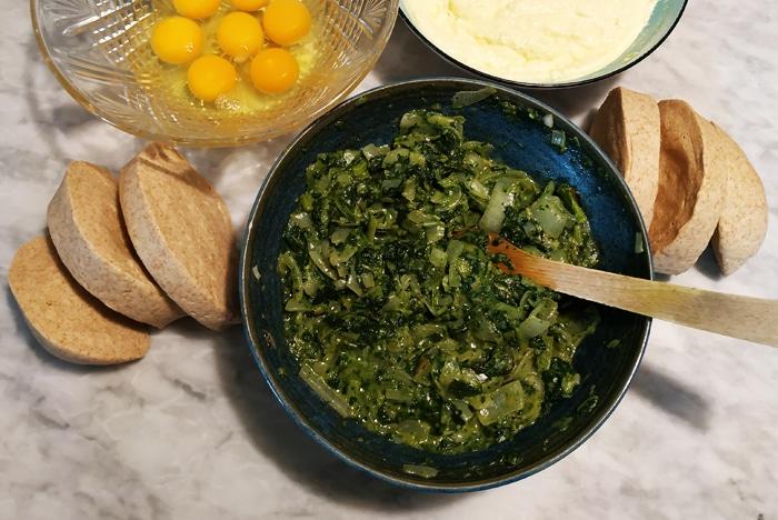 Ingredienti pronti per l'assemblaggio finale - Torta Pasqualina ricetta