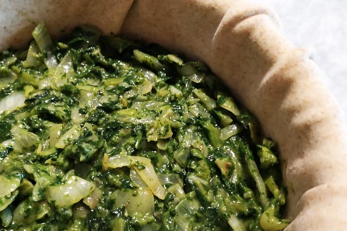 Lo strato di bietola, cipolle e maggiorana - Torta Pasqualina ricetta