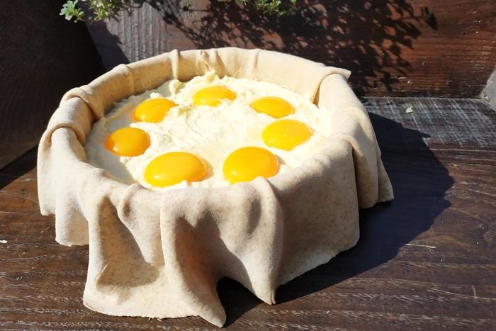 I 3 strati sul fondo e i 7 tuorli - Torta Pasqualina ricetta