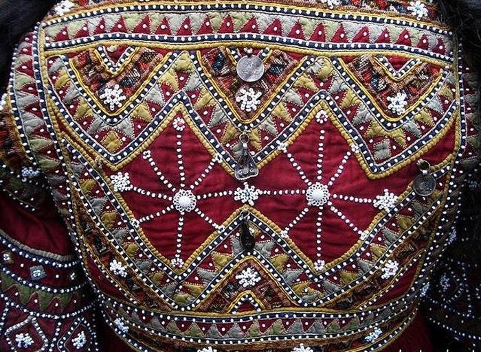 I tessuti meravigliosi tradizionali dei territori caucasici del Vello d'Oro