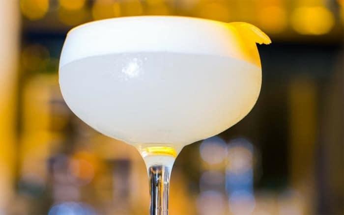 Vodka Sour: cocktail all'uovo (con solo albume)