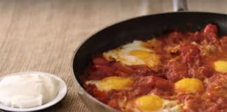 Shakshuka, ricetta con uova tunisina dello chef Yotam Ottolenghi | Tuttosullegalline.it