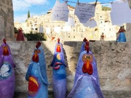 Cento galline tra i Sassi di Matera (installazione artistica di Francesca Pastore) | Tuttosullegalline.it